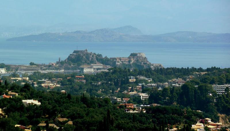 Aussicht vom Achillion auf die Alte Festung von Korfu Stadt