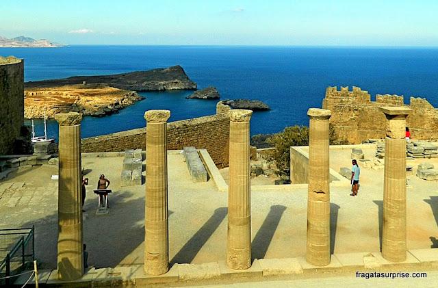 A Acrópole de Lindos, na Ilha de Rodes, Grécia