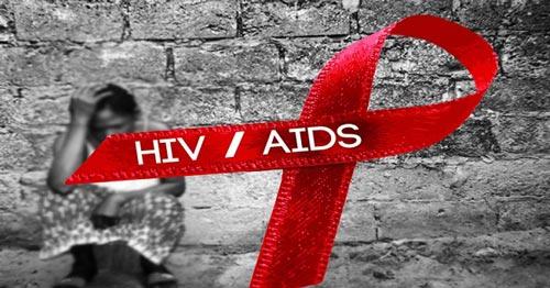 Tanpa Berhubungan Seks, Kamu Bisa Tetular HIV/AIDS dengan 5 Cara Ini