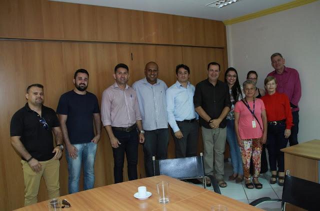Prefeito Hildo do Candango recepciona mais cinco profissionais do programa Mais Médicos