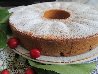 Simple cake with cherries