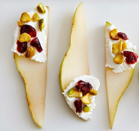 Pear appetizer with goat cheese, cranberries and pistachio pieces
