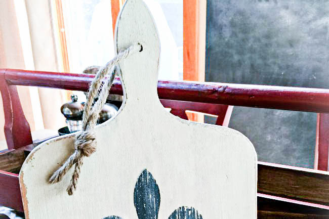 Vintage Cutting Board Ipad Stand