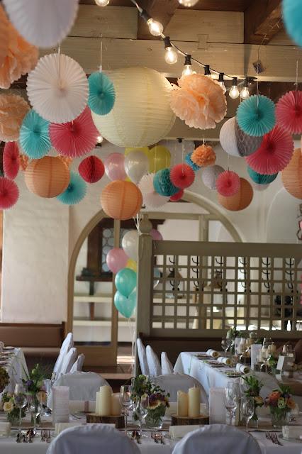 Pompoms und Wabenbälle Pastell und Vintage Hochzeit in zarten Regenbogenfarben, Riessersee Hotel, Garmisch, Bayern, vintage lake-side wedding in pastel colours, Germany, Bavaria, wedding destination