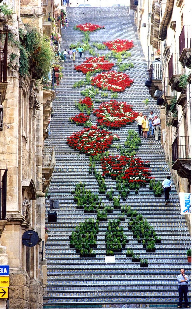 7. Sicily, Italy - 17 Beautifully Painted Stairs From All Over The World. #7 Is Insane!