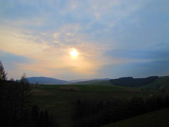 Tam pod zachodzącym słońcem pozostał Magurski Park Narodowy.