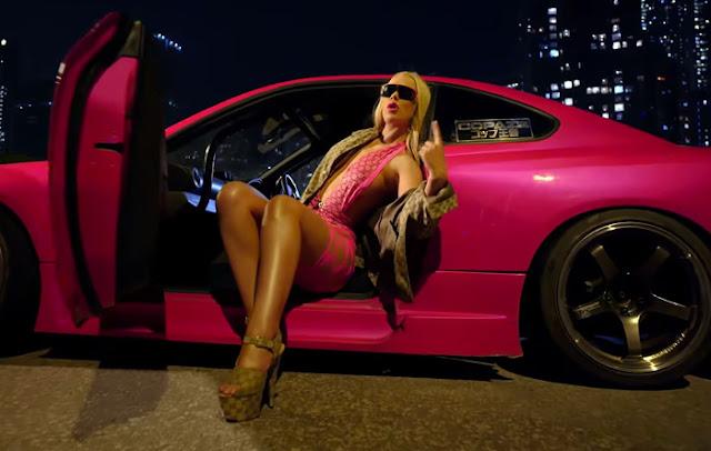 "Iggy Azalea Premieres ""Mo Bounce"" Music Video"