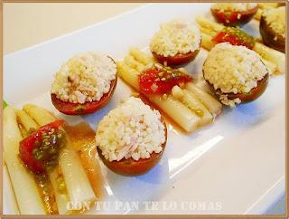 Ensalada de espárragos y tomatitos rellenos de cuscus