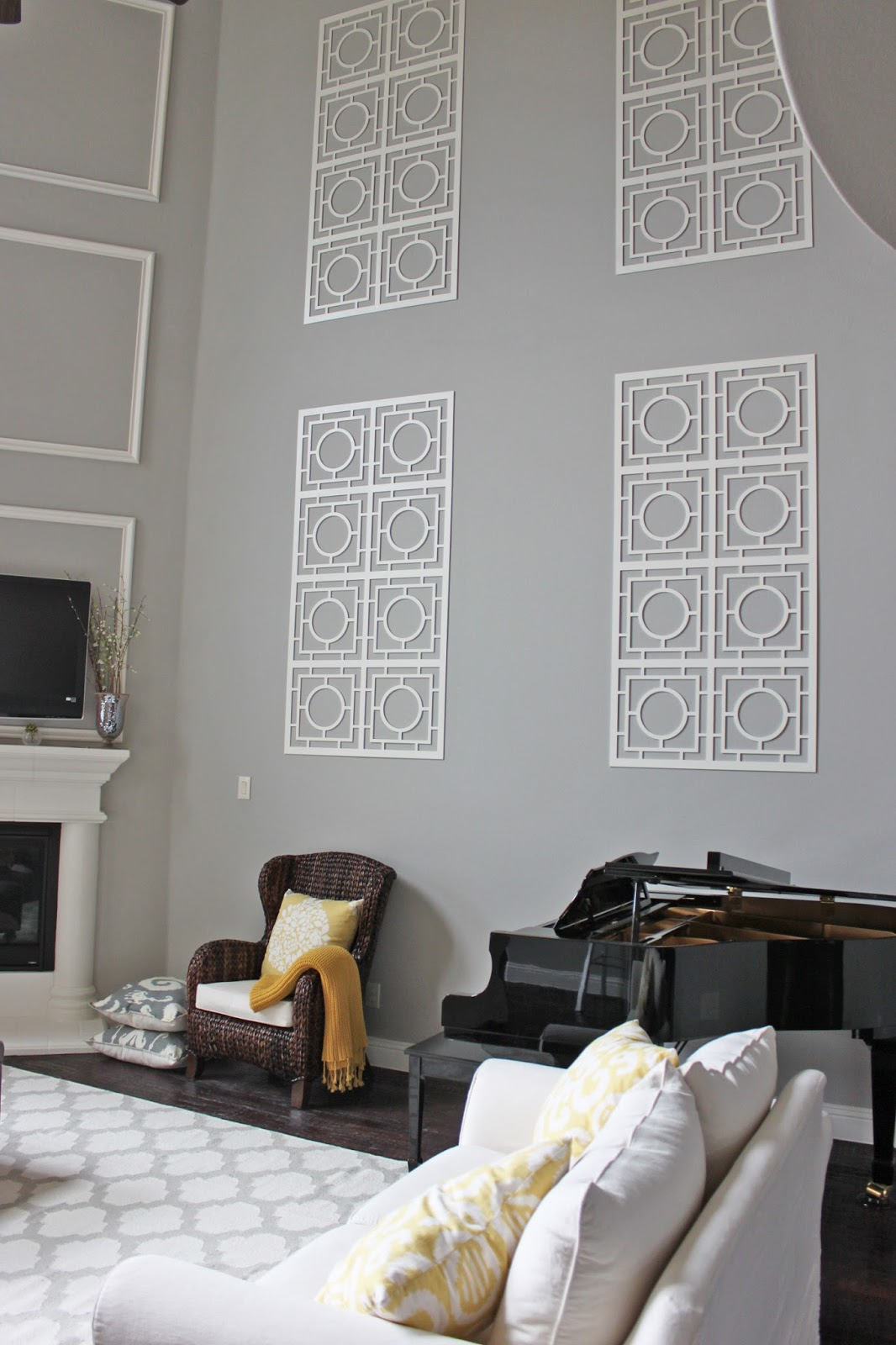 How To Decorate A Large Blank Wall A Little Of This A Little Of That Decorating A Two Story