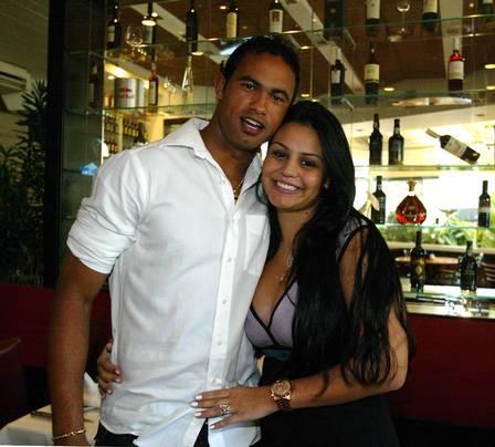 Blog luciano melo oficial novidades sobre o goleiro bruno for Goleiro muralha e esposa