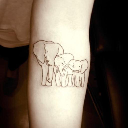 Um trio de elefantes é ilustrado usando contornos em preto.