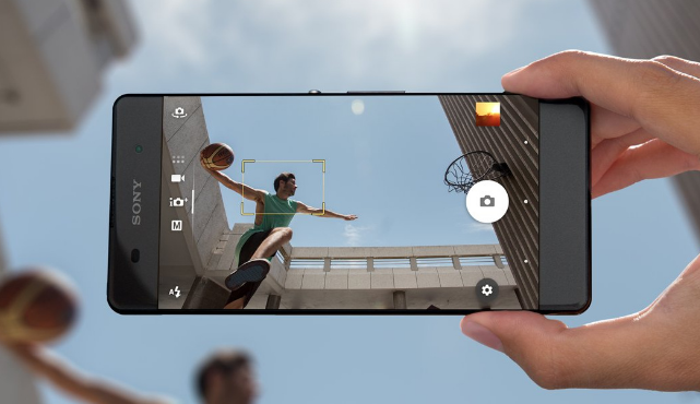 Selfies within any light condition? Sony Mobile provides the device available for you