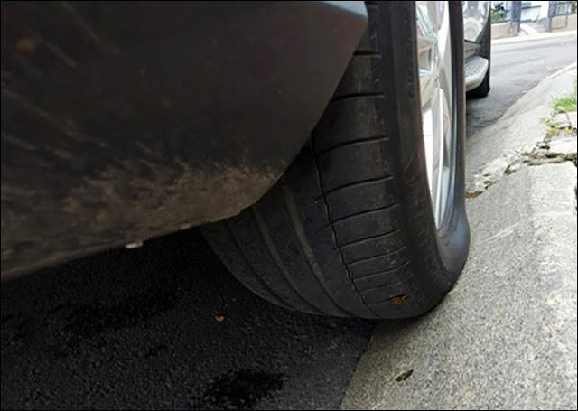 Đậu xe cấn vào mép lề đường cũng dễ dẫn đến hiện tượng phù lốp
