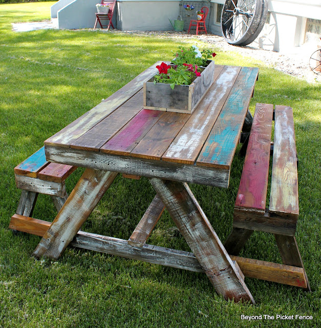 pallets, picnic table, reclaimed wood, salvaged, pallet furniture, DIY, chippy paint, cottage, http://bec4-beyondthepicketfence.blogspot.com/2016/06/pallet-picnic-table.html