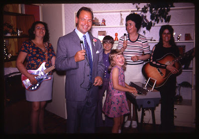 FRIDAY FOTO 13 - FAMILY PARTY - 1971 / 72