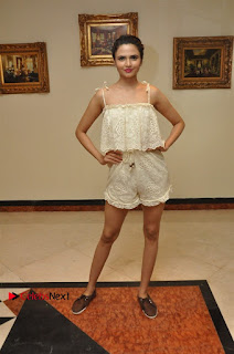 South Indian Celebrities Pos at Love For Handloom Collection Fashion Show  0131.jpg