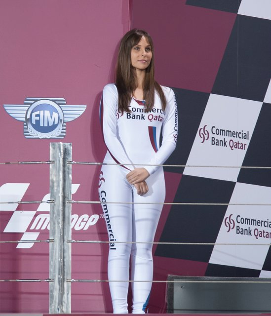 foto   foto wanita cantik penghias race motor gp di qatar