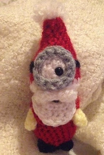 http://www.craftsy.com/pattern/crocheting/toy/minion-santa-tree-decoration-/78349