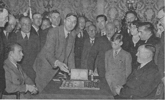 History of draughts checkers the first move done by max euwe during the match of world championship draughts 1936 between maurice raichenbach left and jan hendrik vos right fandeluxe Image collections