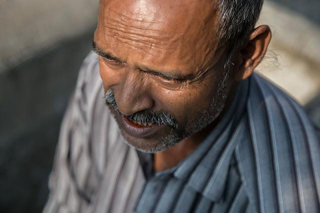 portrait street photography dhobi ghat mumbai