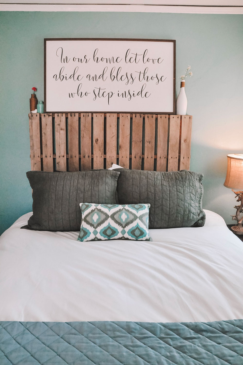 guest room decor
