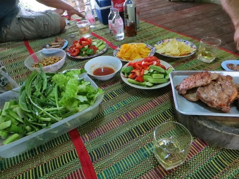 Накрытый стол в Таиланде
