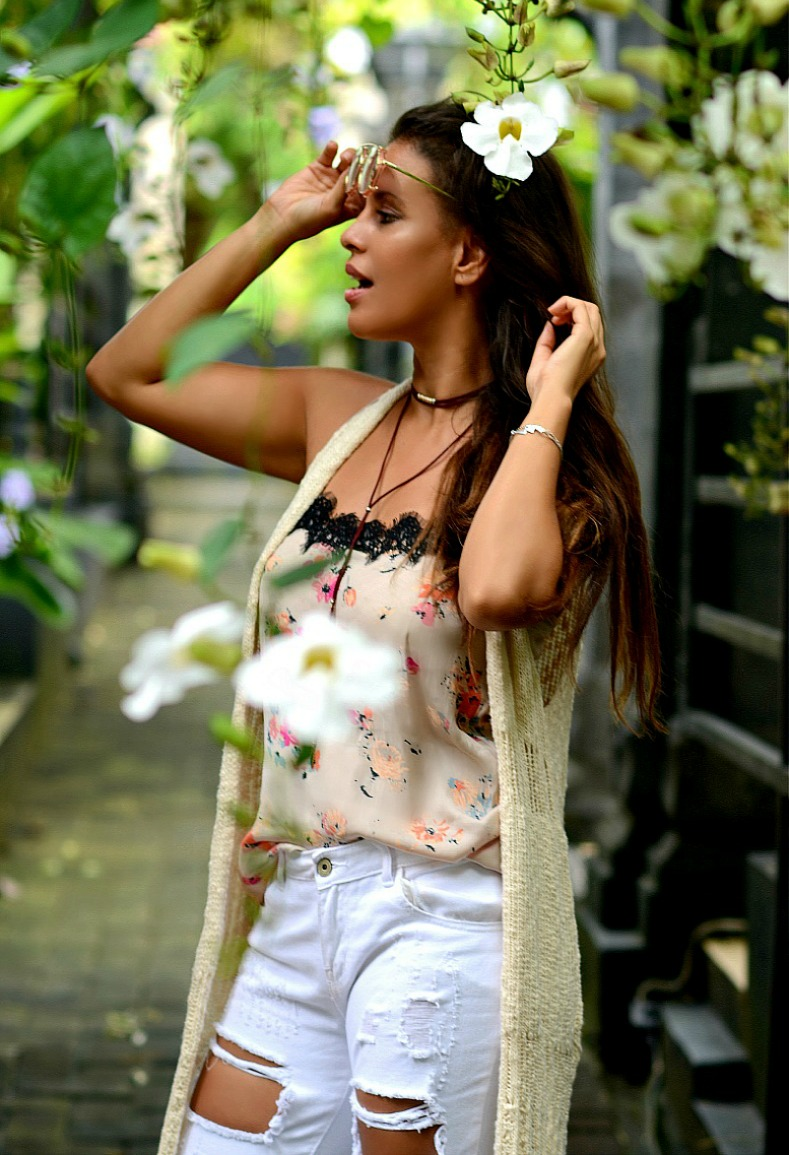 Floral top, White distressed denim jeans, Tamara Chloé, Bali, Aqua Octaviana Bali Villa, Indonesia, How to look cool wearing floral print
