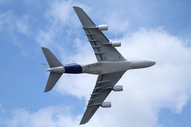 Airbus A380 alttan bakınca...