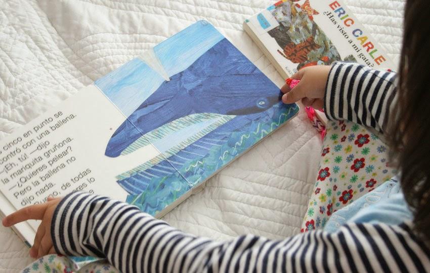Leyendo el libro de la mariquita gruñona de Eric Carle2