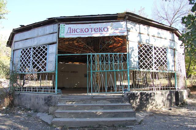 Kirghizistan, Arslanbob, Tirbaza, discothèque, © L. Gigout, 2012