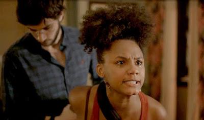 Camila (Jéssica Ellen) fica transtornada com atitude de Thelma (Adriana Esteves) em 'Amor de Mãe'