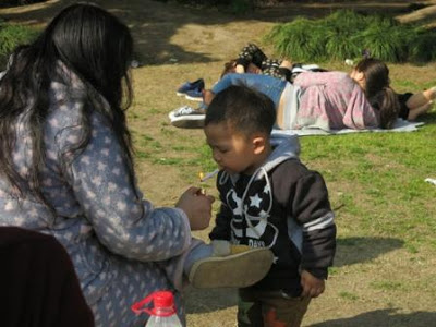 According To Shanghai Style File The Toddlers Parents Thought It Was Pretty Funny The Chinese Toddler And His Mum Were Spotted On Easter Sunday In A
