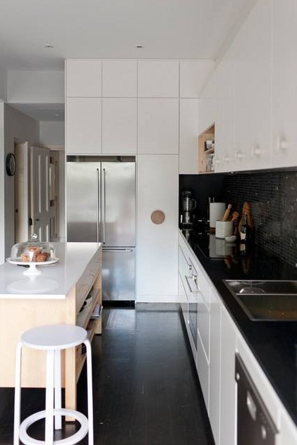 simpan semua barang yang tak diperlukan ke dalam kabinet dapur