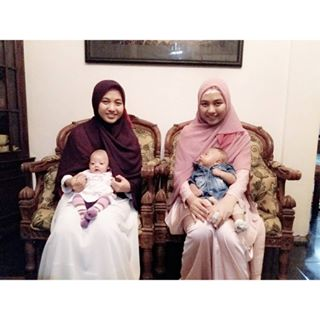 muslimah kembar berhijab syari