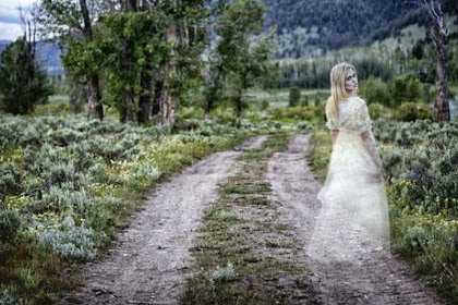 Sosok Hantu Cantik Penggoda Pengemudi yang Sendirian