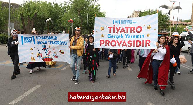 Diyarbakır Büyükşehir Belediyesinin düzenlediği 1. Çocuk Tiyatro Festivali başladı