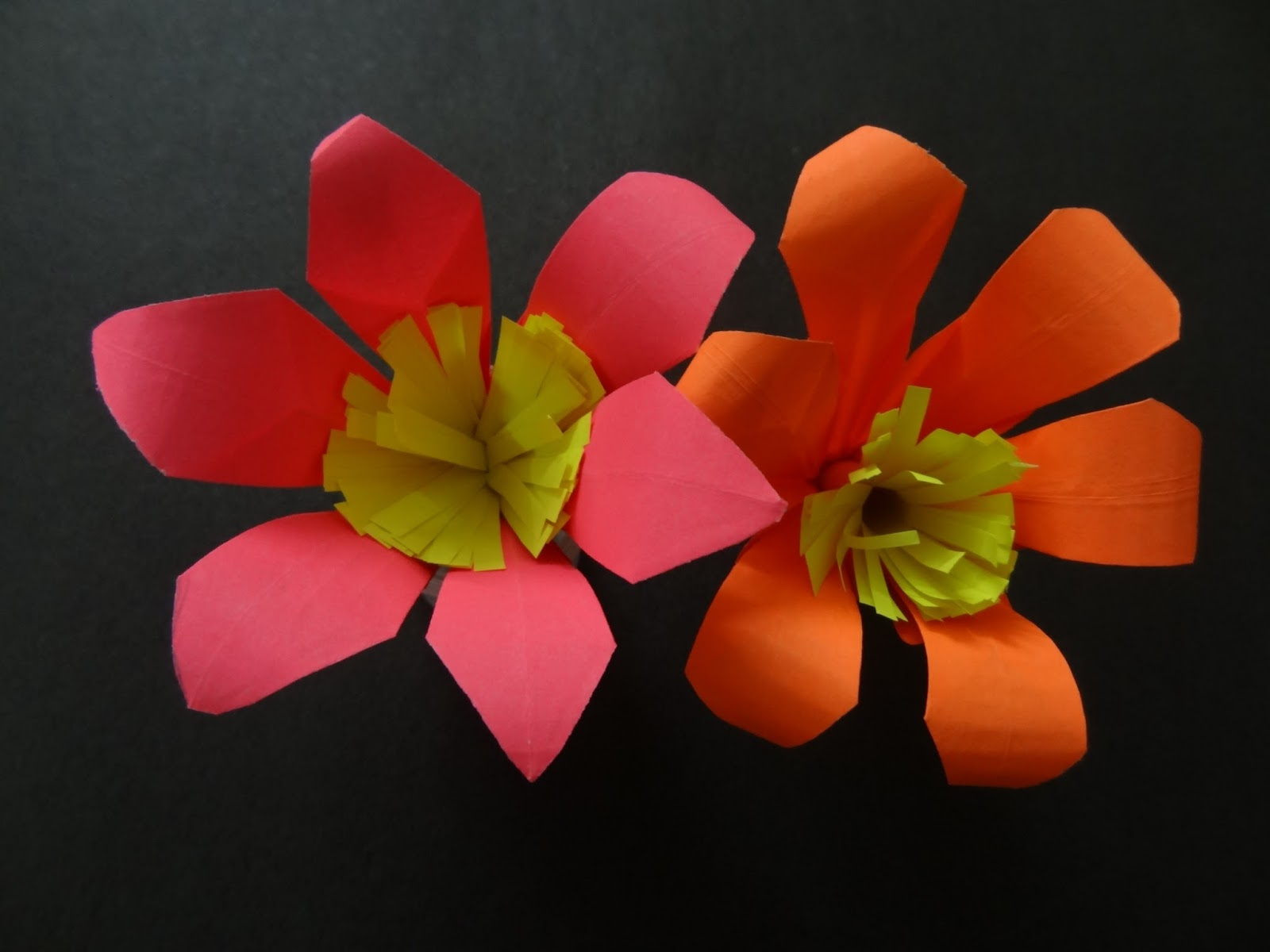 Paper crafts lily flower this paper flower tutorial on how to make a beautiful paper lily flower will guide you step by step on how the make this beautiful paper flower for izmirmasajfo