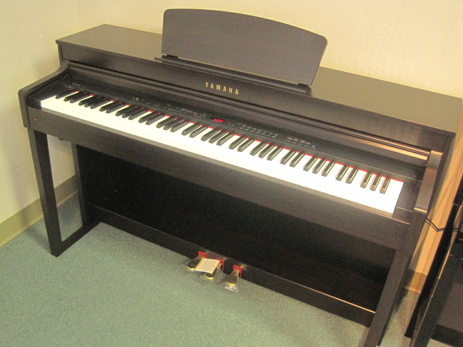az piano reviews review yamaha clp430 clp440 clp470 clp480 clavinova digital pianos. Black Bedroom Furniture Sets. Home Design Ideas