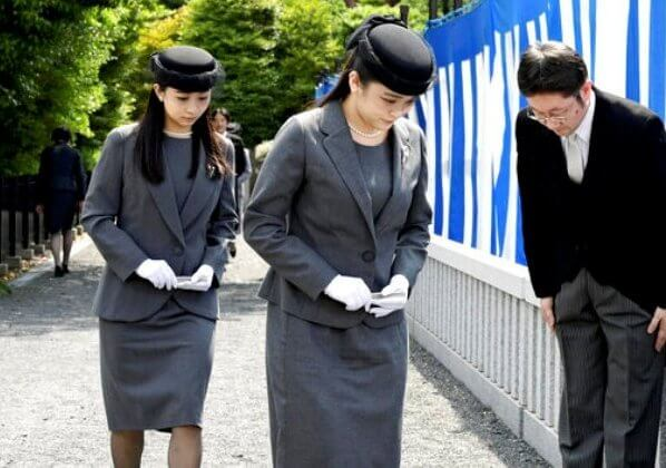 Emperor Naruhito, Empress Masako, Crown Prince Akishino, Crown Princess Kiko, Princess Mako and Princess Kako