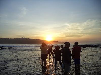 Indahnya Sunrise di Laguna Pari Desa Sawarna