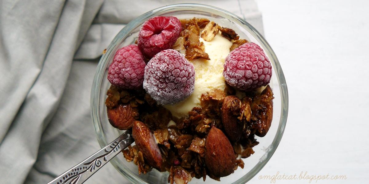 Granola z migdałami i kokosem