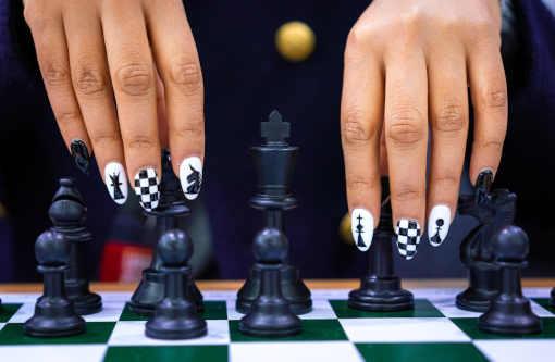 Championnat du monde d'échecs à Shanghai et Vladivostok