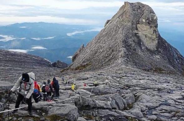 Kemunculan 'Wajah' Misteri Di Gunung Kinabalu