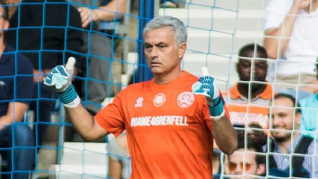 Mourinho Jadi Kiper di Laga Amal
