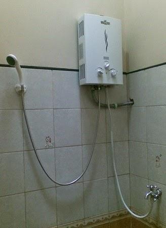 contoh pemasangan pemanas air gas di kamar mandi
