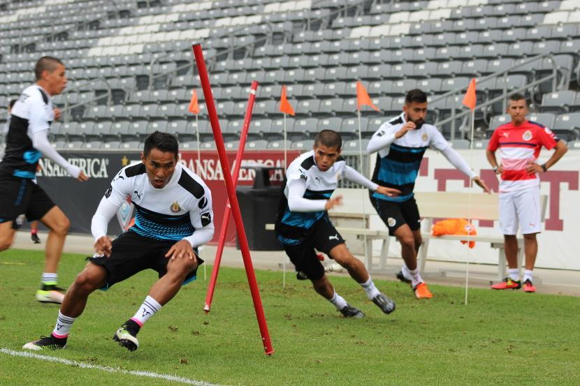 Los jugadores de Chivas ya lucen la ropa de la marca Puma.