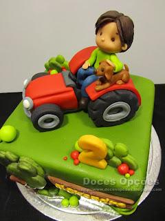 bolo aniversário decorado trator bragança doces opções