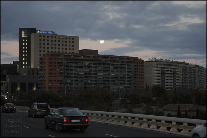 moon,valencia,landscape,buildings