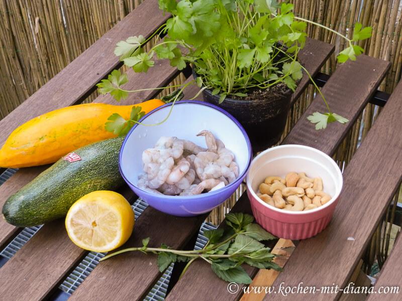 Zutaten Zucchini-Chili-Minze-Salat mit Garnelen