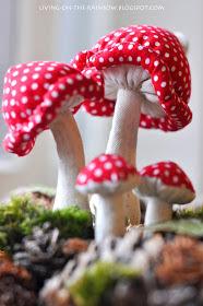 cuciamo dei funghi di stoffa per decorare i nostri angoli craft